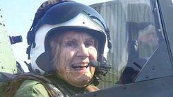 À 92 ans, elle remonte dans un Spitfire pour la première fois depuis 1945