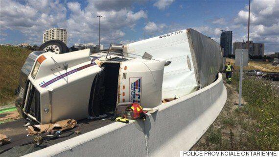 Un camion renverse sa cargaison de vinaigrette et de mayonnaise sur la 401