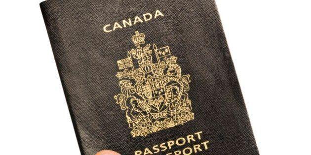 Passeports: Ottawa serre la vis pour les voyageurs soupçonnés de