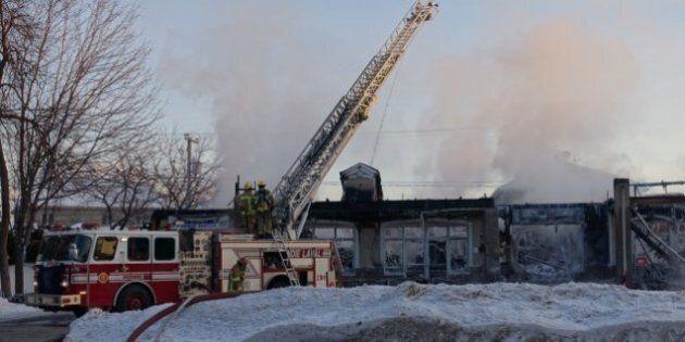 Incendie d'un centre commercial à Laval: la thèse de l'incendie criminel se