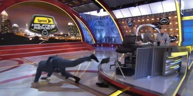 Shaquille O'Neal chute et offre 500 dollars à celui qui fera son meilleur détournement