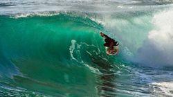 Un surfeur s'est filmé avec une caméra 360° dans une vague et le résultat est sidérant