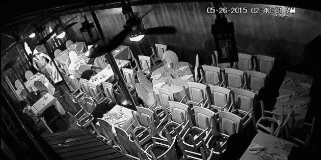 Deux hommes recherchés pour avoir incendié un restaurant dans
