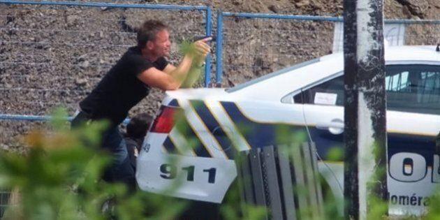 Un homme armé est maîtrisé par la police après s'être barricadé dans un restaurant de