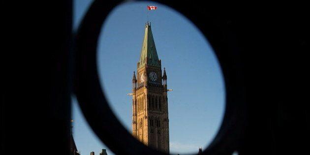 Ottawa adopte une loi qui étend les pouvoirs de ses services