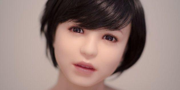 Un artiste photographie des poupées sexuelles pour illustrer les émotions
