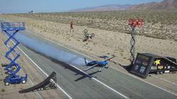 Un avion, un motard et un funambule ont réussi à faire une cascade