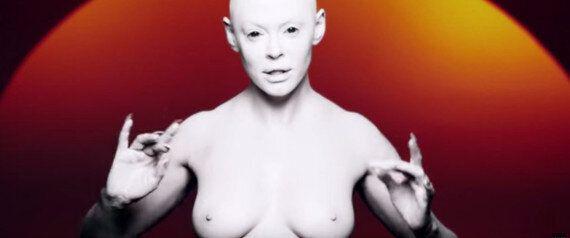 Rose McGowan de « Charmed » en alien aux seins nus pour son premier clip, « RM486 »