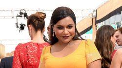 Emmy Awards 2015: Mindy Kaling avait le meilleur accessoire de tout le tapis rouge