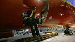 Un bagagiste s'endort dans la soute... et l'avion