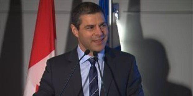 Élections fédérales 2015: le maire de Victoriaville, Alain Rayes, passe chez les