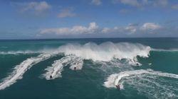Surprises par une vague de 15 m, ces motomarines font demi tour