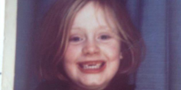 Adele publie une photo d'elle enfant sur Twitter avant la sortie de son nouvel album