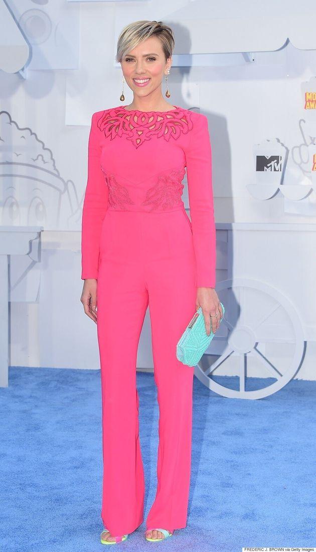 Scarlett Johansson aux MTV Movie Awards: une vision en rose