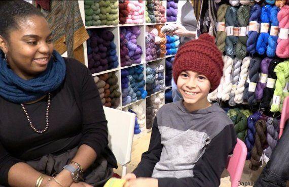 25 000 tuques tricotées pour les réfugiés syriens: le mouvement citoyen est rapidement devenu viral