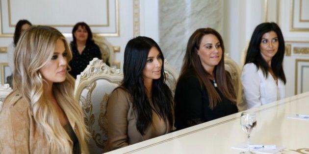Kim et Khloé Kardashian rencontrent leurs cousines en Arménie
