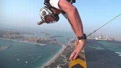 Ces «base jumpers» sautent depuis la Princess Tower de Dubaï à 400 mètres du