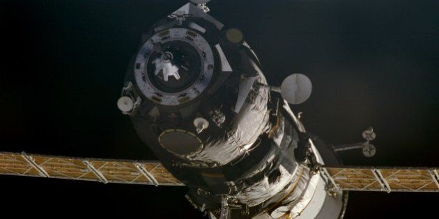 385731 08: A Progress supply ship links up to the orbiting International Space Station November 18, 2000...