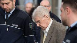 Un ex-gardien d'Auschwitz condamné à cinq ans de prison en