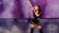 Ariana Grande chute sur scène à