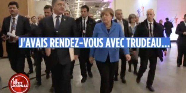 À Paris, le président de l'Ukraine, Petro Porochenko, et la chancelière allemande, Angela Merkel, parlent...