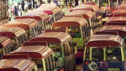 Un minibus fonce dans un marché en Chine: 4