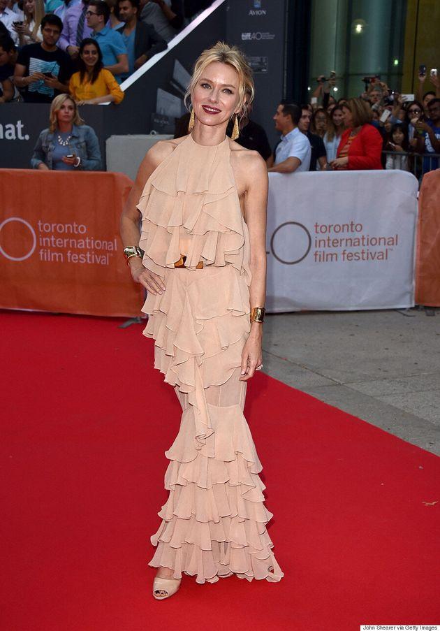 TIFF 2015 : Naomi Watts fait tourner les têtes dans une robe Balmain
