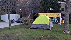 Des tentes devant le Cégep du Vieux