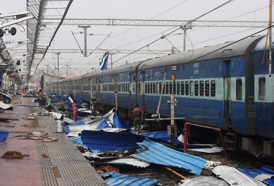 Ινδία: «Σαρρώνει» ο κυκλώνας Φάνι - Νεκροί και υλικές