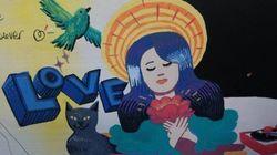 Le cercueil d'une victime du Bataclan décoré par des artistes