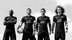 Le PSG dévoile un maillot «Je suis Paris» sans sponsor