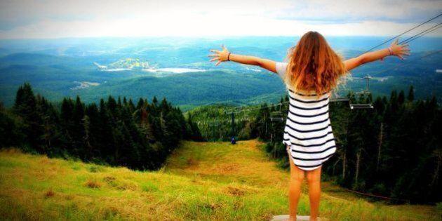 Et si nos enfants gagnaient à méditer? Une fillette de 9 ans expérimente le Festival Wanderlust