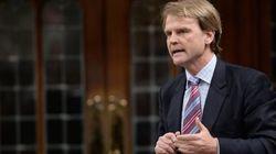 Crise des migrants : critiqué, le ministre Alexander interrompt sa campagne
