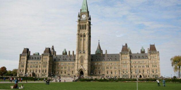 Élections fédérales 2015: Harper n'a pas décidé de laisser des postes vacants au Sénat, disent ses