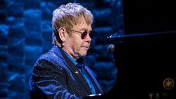 Elton John se défend d'accusations de harcèlement
