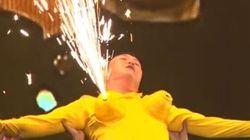 Psy façon Miley Cyrus, avec des faux seins et un mini-short