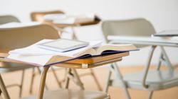 Coupes en éducation: 10 000 parents devant les écoles