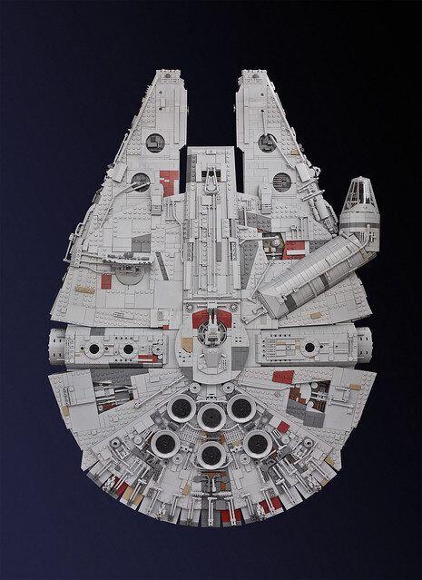 Cet homme a construit une réplique du Faucon Millenium en Lego