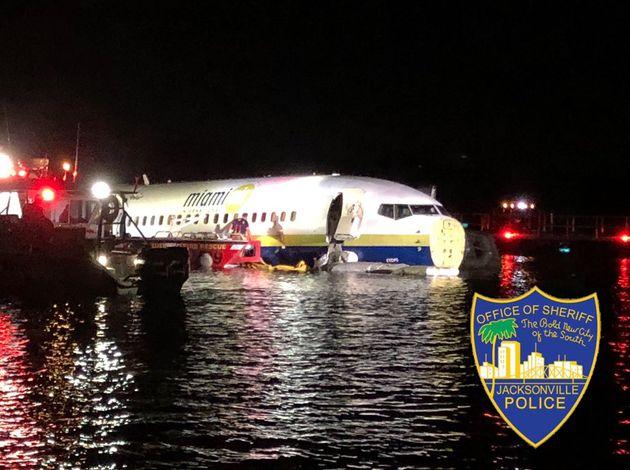 Un avión acaba en un río al intentar aterrizar en Jacksonville (Florida,
