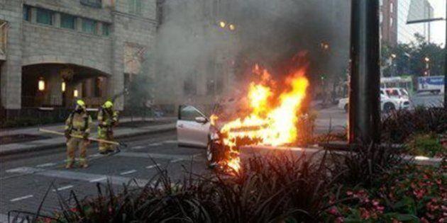Un véhicule en flammes sur Honoré-Mercier à