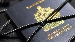 Sous une lumière UV, le passeport canadien se transforme