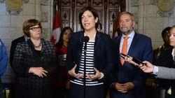 Le NPD veut mettre fin à la lune de miel entre Trudeau et les