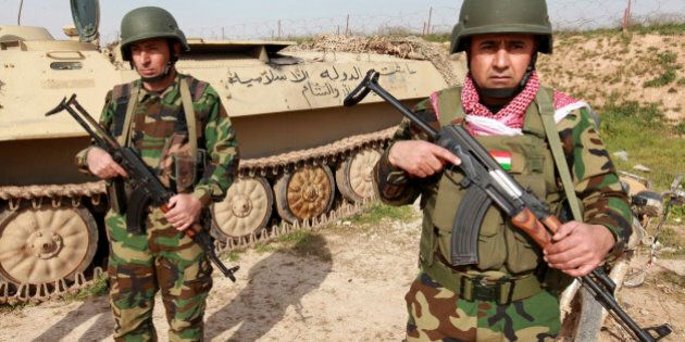 Kurdish Peshmerga fighters stand guard on the outskirts of Mosul January 26, 2015. Kurdish Peshmerga fighters are digging trenches and building defense berms in Wadi al-Ghorab (Valley Of The Crows), less than 2 km away from the IS-held Sultan Abdullah village, which demarcates the new border of their autonomous region. The Kurds have enjoyed de facto self rule since the first Gulf War in 1991. They are now closer than ever to achieving their dream of full independence. Yet they are menaced by the deadly ambitions of the Islamic caliphate across the frontline. Picture taken  January 26, 2015.  REUTERS/Azad Lashkari (IRAQ - Tags: CIVIL UNREST CONFLICT MILITARY POLITICS)