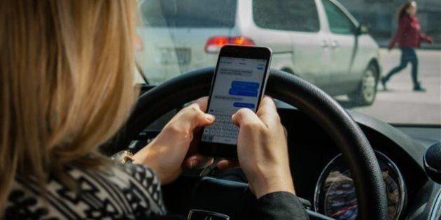 Québec crée des haltes texto dans les aires de