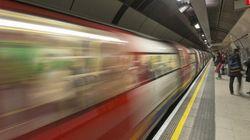 Une femme se faisant humilier dans le métro a été secourue par quelqu'un