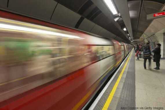 Un homme qui faisait du «slutshaming» dans le métro de Londres se fait rappeler à l'ordre