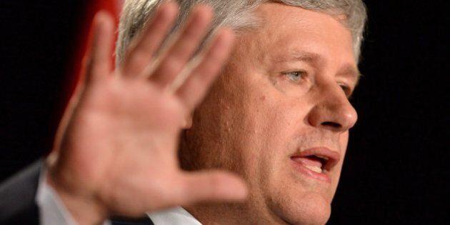 Harper fuit au pôle Nord pour s'éloigner du procès Duffy, raille