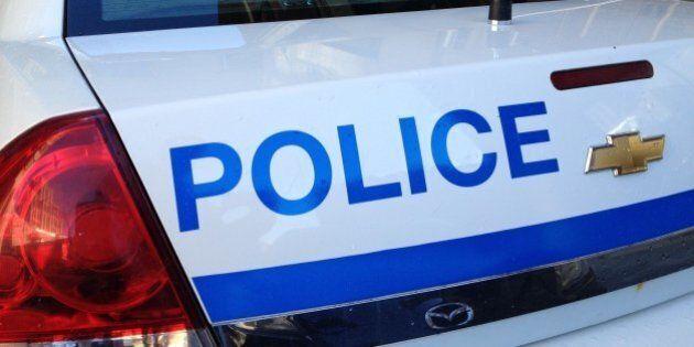 Un train percute un véhicule de police à