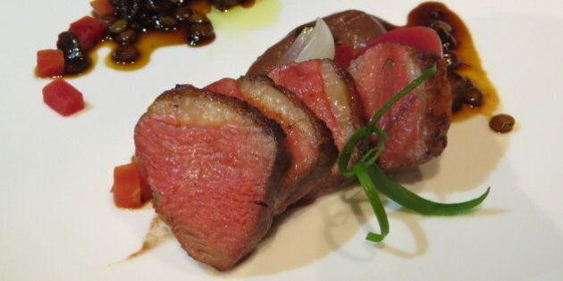 Recette: Magrets de canard poêlés, sauce aux porcinis et lentilles, purée de dattes