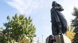 Ukraine: Une statue de Lénine transformée... en Darth